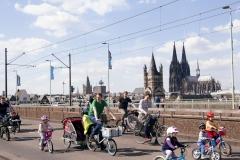 Kidical Mass Köln -Kinder auf das Rad - Dom Kinder Gruppe