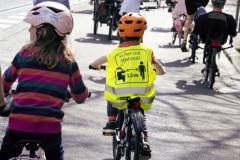 Kidical Mass Köln -Kinder auf das Rad - Gotenring Kind mit Weste Sicher mit 1,5 m Abstand