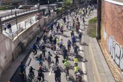 Kidical Mass Köln -Kinder auf das Rad - Severinsbrücke Gruppe hinten